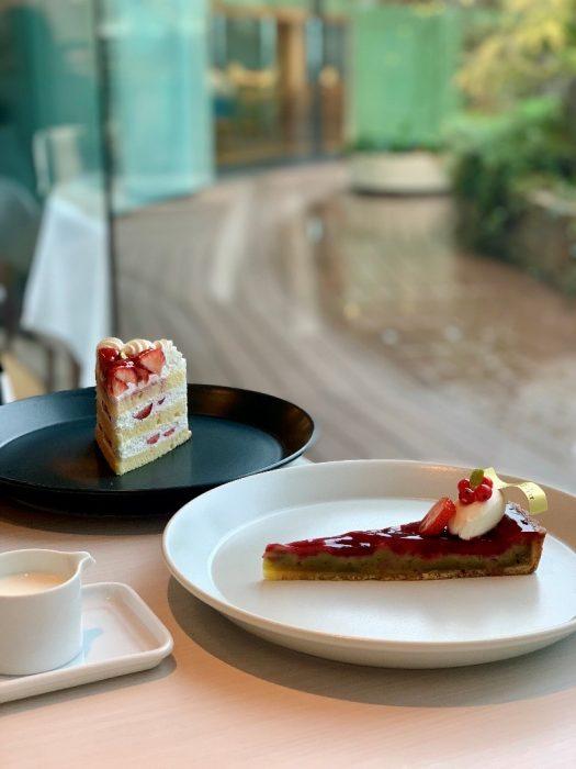 皿, テーブル, 食べ物, 室内 が含まれている画像  自動的に生成された説明